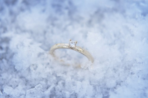 Rödguldsring i 18K med 0,15 ct W-si briljantslipad diamant